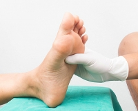What Are the Symptoms of Diabetic Peripheral Neuropathy?